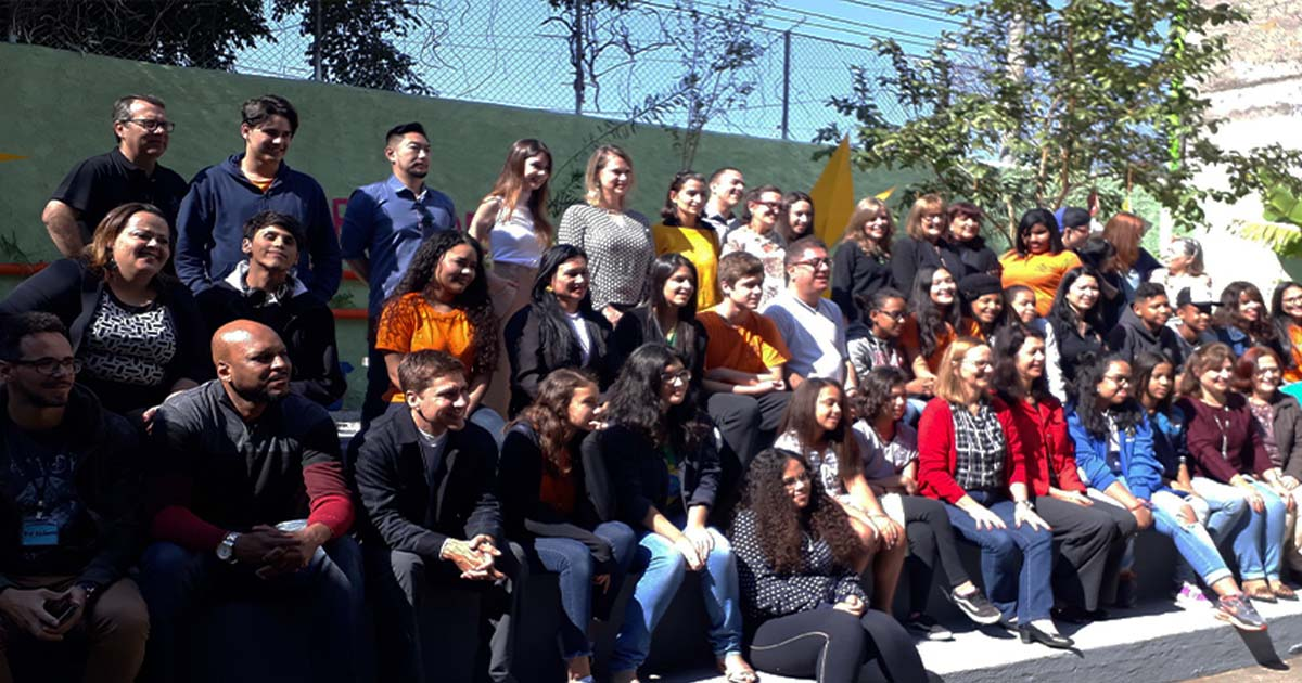 (Brazilian Portuguese) Echoenergia constrói horta orgânica em escola de SP